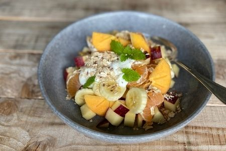 Muesli with persimmons